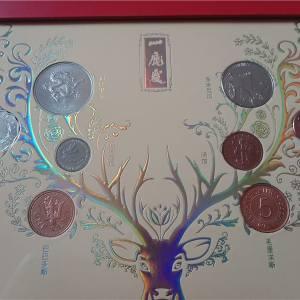 有钱花和一鹿发外币收藏摆件各一套