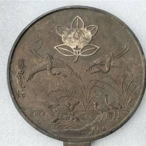 图案比较少见的日本老铜镜